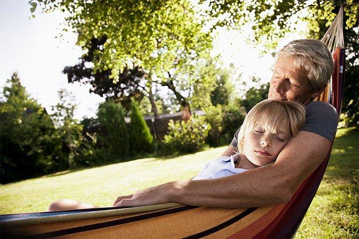 how to sleeping in a hammock