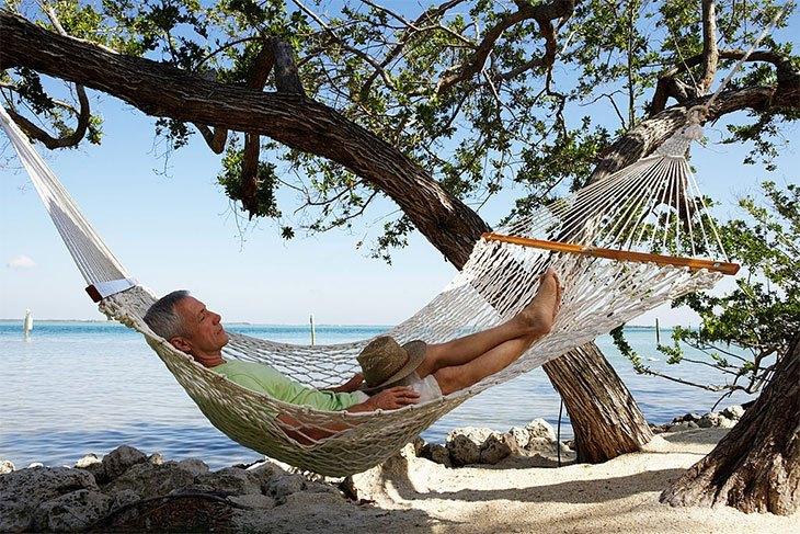 how to sleep in an eno hammock